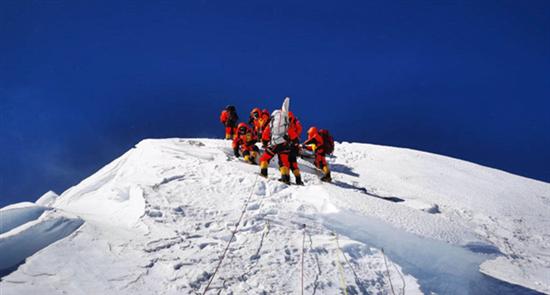 中国移动5G助力测量登山队成功登顶珠峰